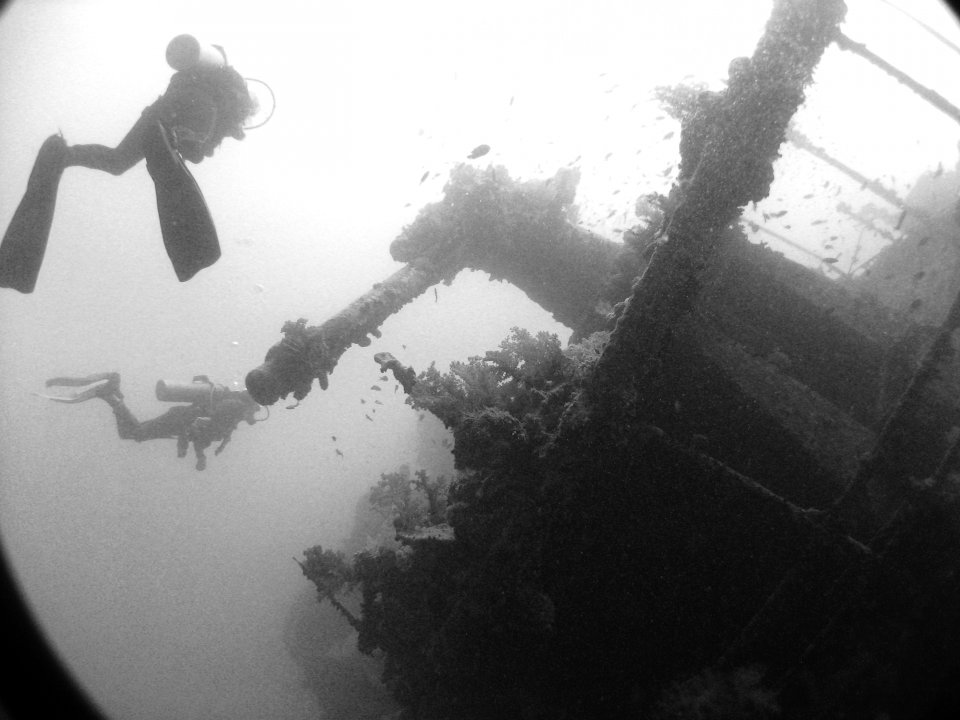 wreck diving B&W